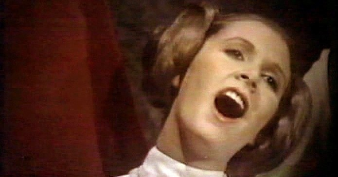 Star Wars Holiday Special - Leia sings