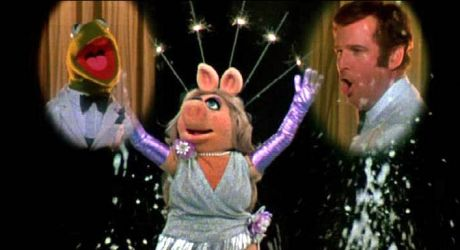 The Great Muppet Caper (1981) - Miss Piggy, Kermit the Frog and Charles Grodin