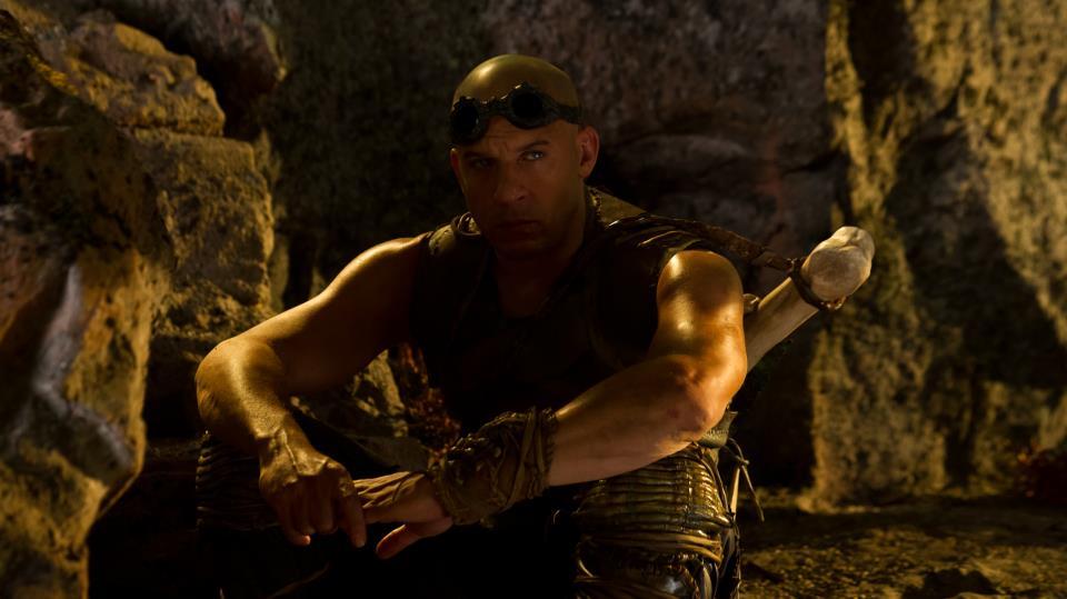 Riddick sitting (Vin Diesel)