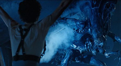 Aliens - Ripley Vs. The Queen