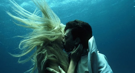 Splash (1984) - Daryl Hannah and Tom Hanks kiss underwater