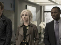 "iZombie -- ""Heaven Just Got a Little Bit Smoother"" -- Image Number: ZMB301b_0299.jpg -- Pictured (L-R): Robert Buckley as Major, Rose McIver as Liv and Malcolm Goodwin as Clive -- Photo: Katie Yu/The CW -- © 2016 The CW Network, LLC. All rights reserved."