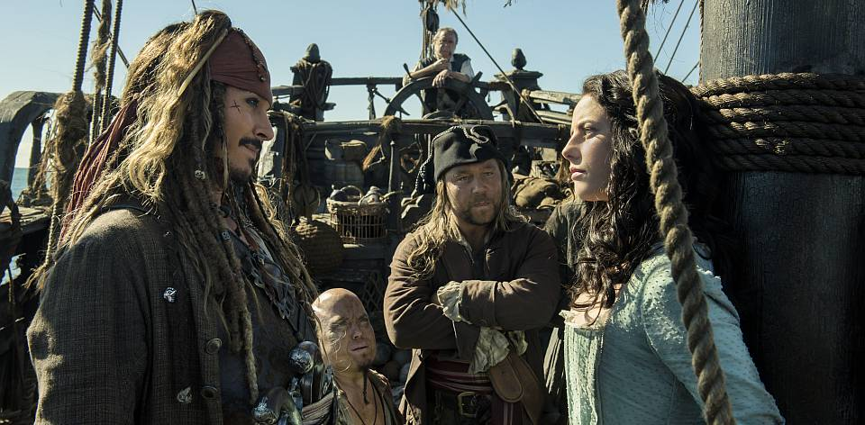 """PIRATES OF THE CARIBBEAN: DEAD MEN TELL NO TALES""..The villainous Captain Salazar (Javier Bardem) pursues Jack Sparrow (Johnny Depp) as he searches for the trident used by Poseidon..Pictured L-R: Johnny Depp (Captain Jack Sparrow), Martin Klebba (Marty), Kevin McNally (Joshamee Gibbs), Stephen Graham (Scrum) and Kaya Scodelario (Carina Smyth)..Ph: Peter Mountain..© Disney Enterprises, Inc. All Rights Reserved."